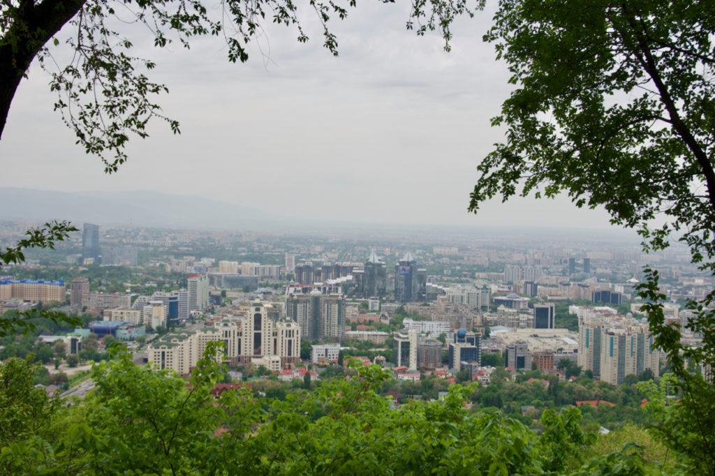 Aussicht auf Almaty vom Kök-Töbe