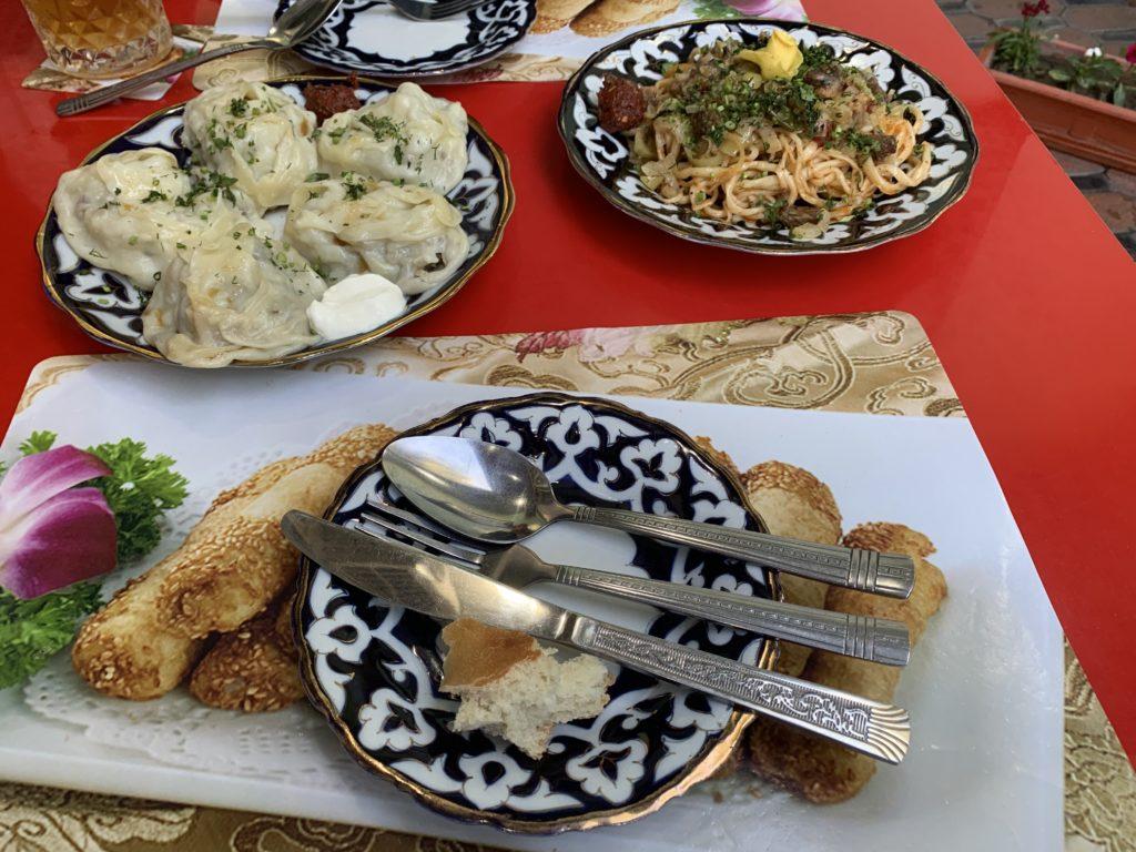 Manty & Lagman im Restaurant Besh Chinor in Samarkand