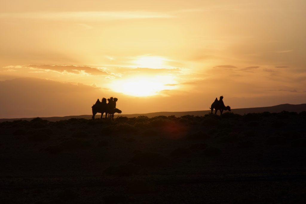 Sonnenuntergang in der Gobi-Wüste