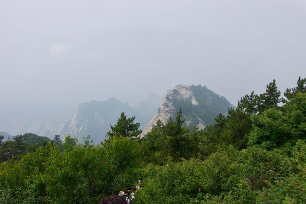 Sicht vom Huashan Südgipfel auf den Westgipfel