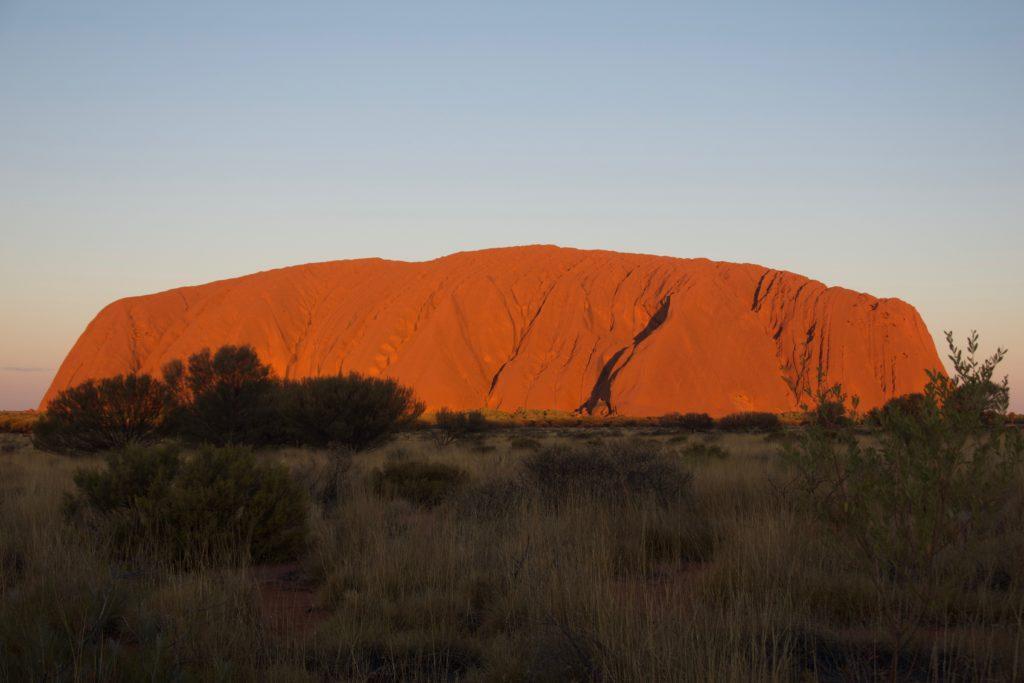 Uluru beim (beginnenden) Sunset