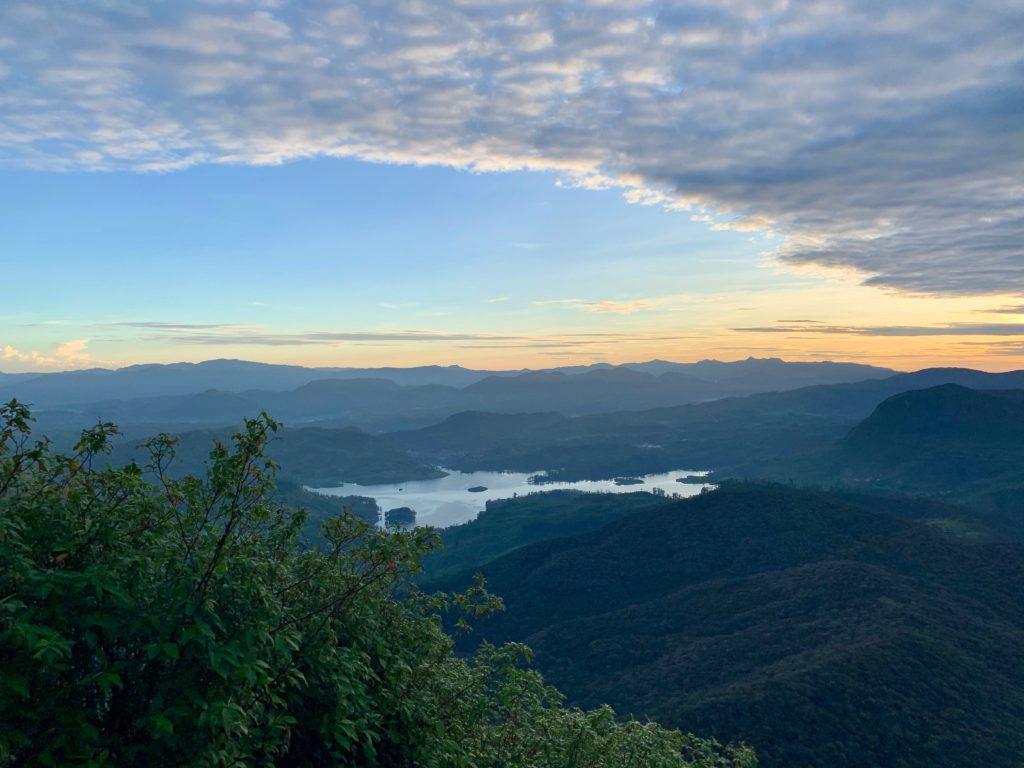 Sicht beim Abstieg vom Adams Peak
