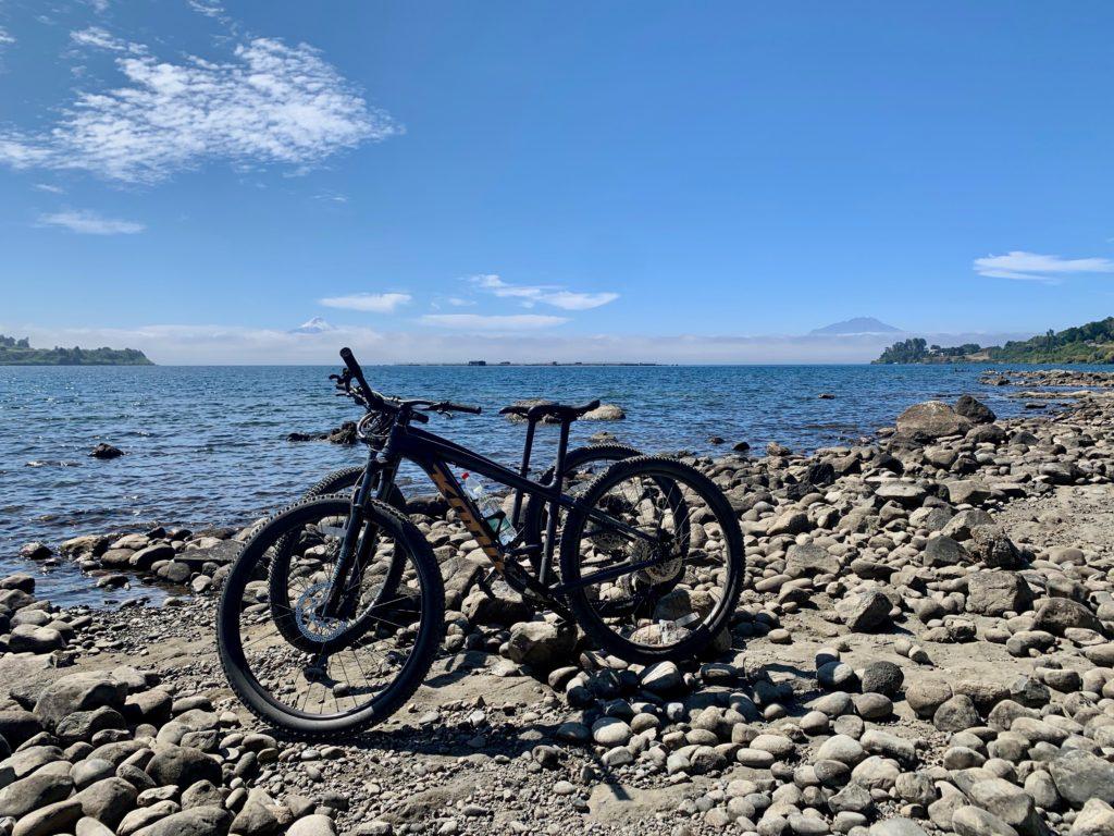"""Unsere"" Bikes am Lago Llanquihue"